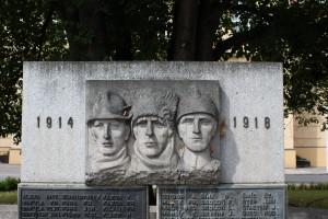 Dušek pomník